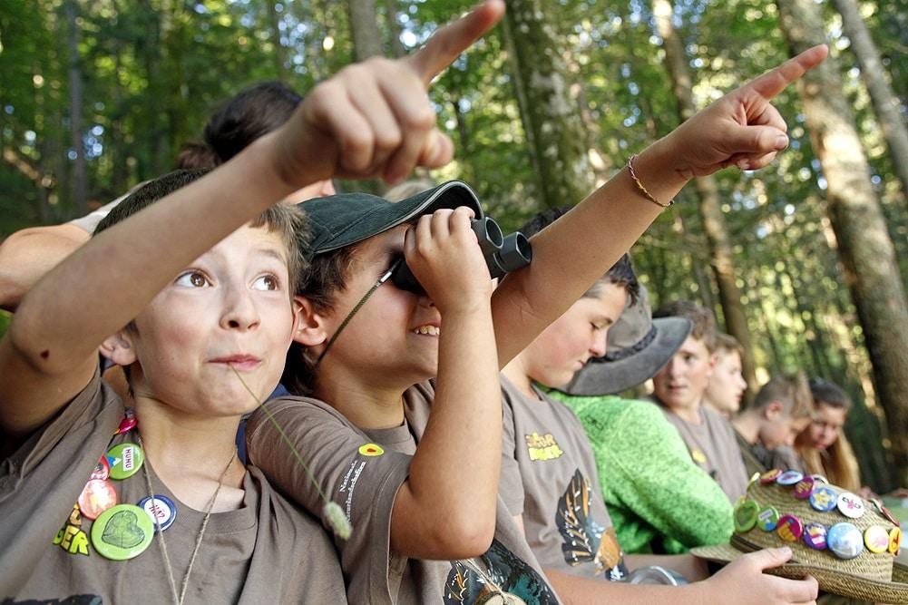 Auf den Spuren des Rotwilds: Junior Ranger des Biosphärengebiets Schwarzwald sind auf der Pirsch am Schluchsee