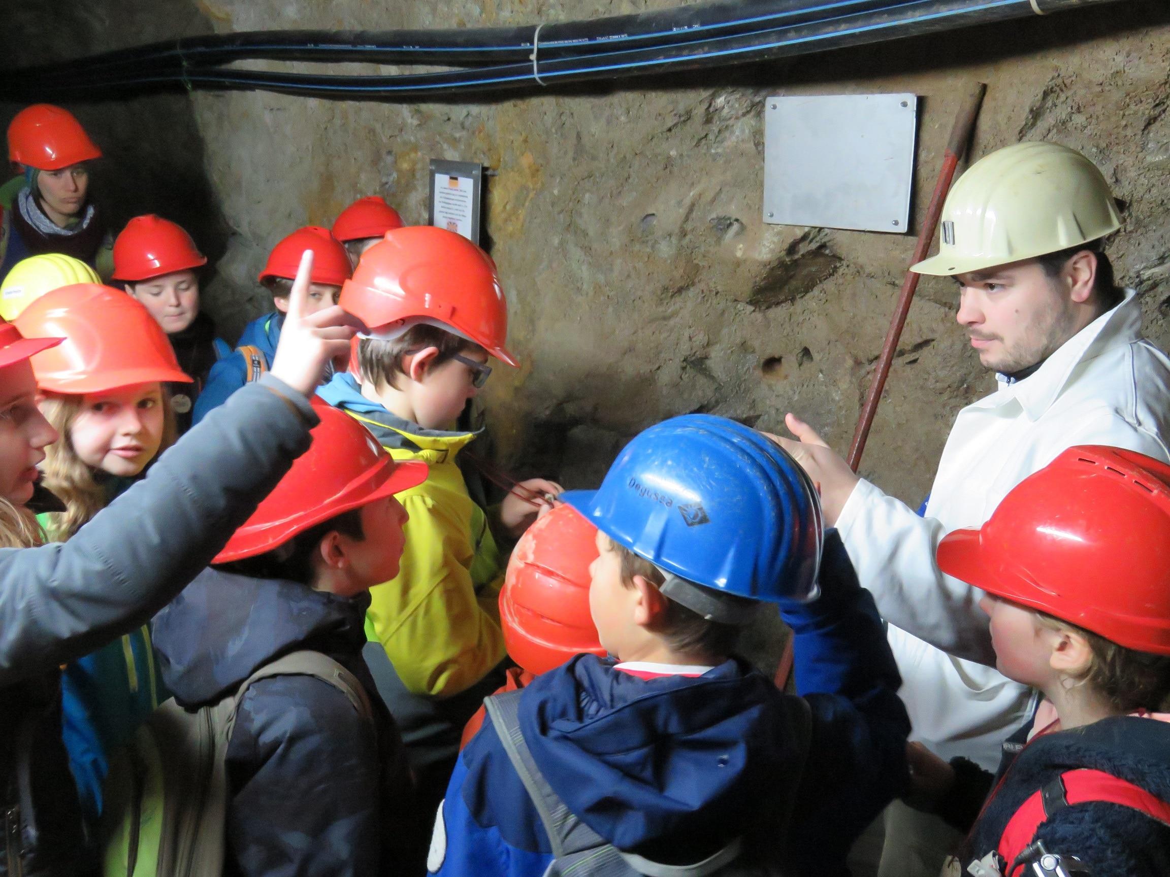 """Mit """"Glückauf"""" geht's unter Tage: Junior Ranger erkunden am 22. März das Besucherbergwerk Finstergrund in Wieden"""